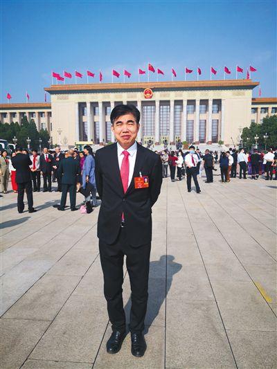 全国人大代表、广东国鼎律师事务所主任朱列玉拟提交议案,制定《反虐待动物法》,从法律层面对虐待动物行