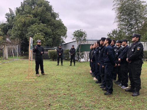 怀铁公安处邀请市怀化市公安局射击专家为培训学员授课