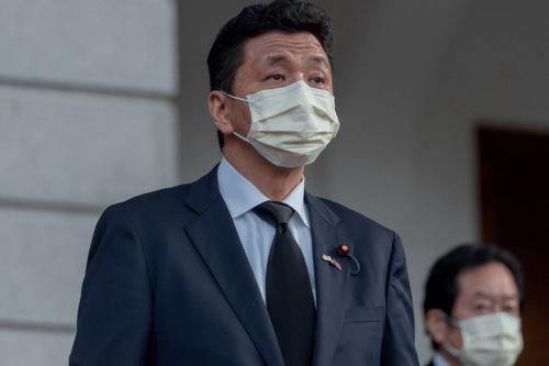 据日本共同社报道,消息人士透露,菅义伟基本决定任命厚生劳动大臣加藤胜信出任内阁官房长官,防卫大臣
