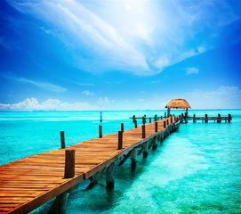 蓝天下的海上栈道唯美风景高清图片