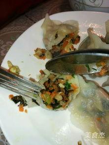 茴香鸡蛋虾仁木耳饺子馅的做法