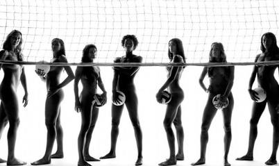 运动员酷爱裸照 大胆诠释 人体之美