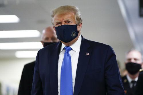 特朗普首次公开戴口罩