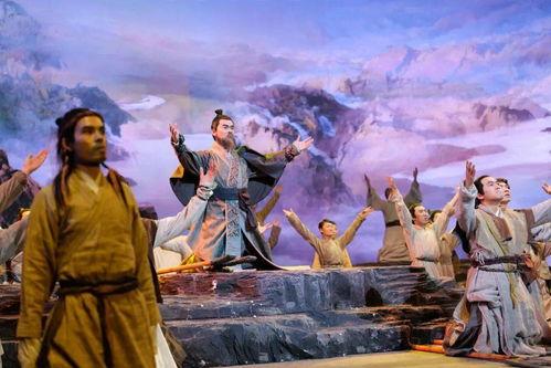 从《中国好诗词》到《典籍里的中国》,从汉字诗词到衣食住行,传统文化类综艺在传承与创新中不断发展成长.