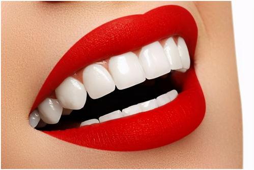 牙齿松动了怎么办?中医说与它俩有关系,会这三招,可以远离拔牙。  门牙松动怎么办