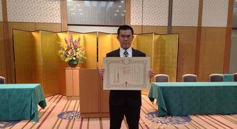 安倍表彰中国留学生(图)