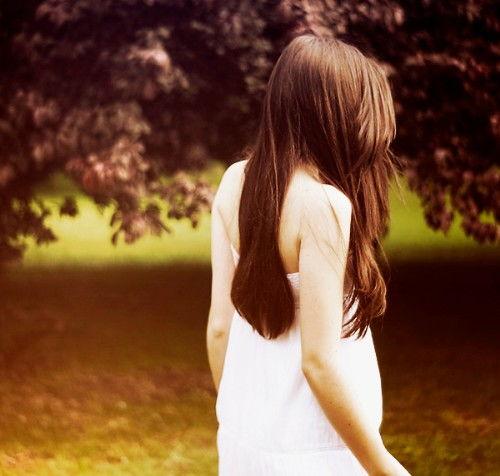 描写女人美丽背影句子_描写女人背影的优美句子