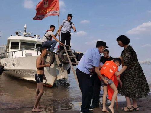 宜昌网红沙滩突发意外,7岁男童被冲走父亲急得晕倒在地