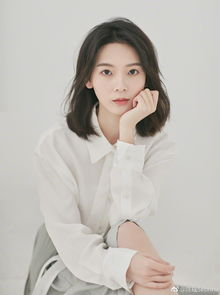 陈瑶最新写真曝光,穿着清爽系带衬衫,展现十足少女感