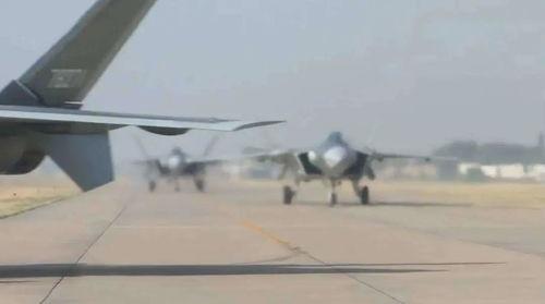 中国空军歼20隐身战斗机列装空军作战部队!