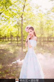 之森林仙子身穿蓝色碎花的女子在森林中漫舞可想而知是多么美的景色 感觉像是画里的美女走下来...