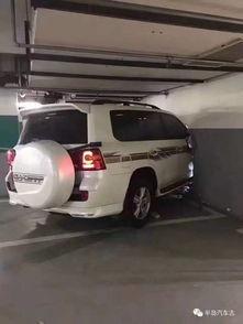 北京地库撞墙事件女司机穿高跟鞋开车撞破墙致1死2伤