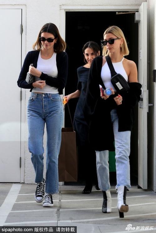 超模海莉比伯和肯达尔詹娜现身比佛利山庄,二人气质神似亲姐妹