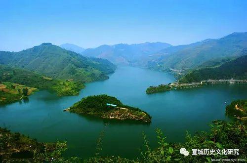 描写江河的大气诗词