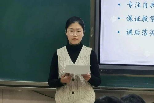 已经63岁的张桂梅,现为云南省丽江市华坪县女子高级中学党支部书记、校长,华坪县儿童福利院院长。