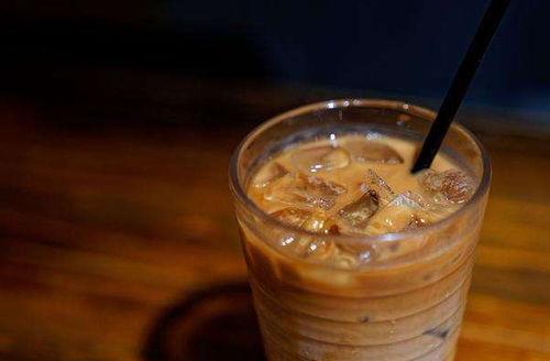 有人追梗有人盯商机,秋天第一杯奶茶被注册成公司,专门经营奶茶