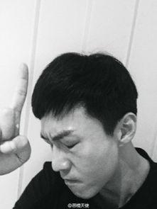 邓超秋冬男神自拍发布会 搞怪表情9连拍 组图