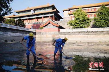北京故宫护城河16年来首次清淤
