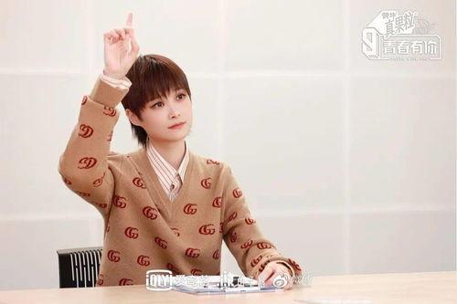 """《青春有你3》中,李宇春曾表达观点:""""偶像""""是外界赋予身份名词,而不是一个模板化的职业类型。"""