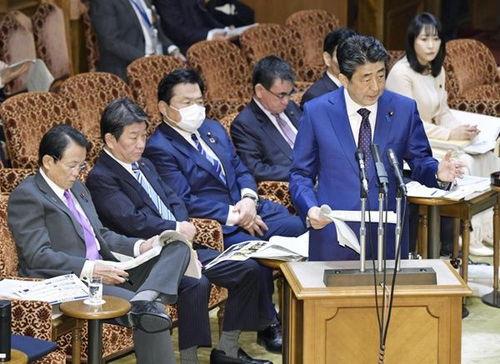 日本首相安倍晋三向国际奥委会提议东京奥运会推迟一年举办