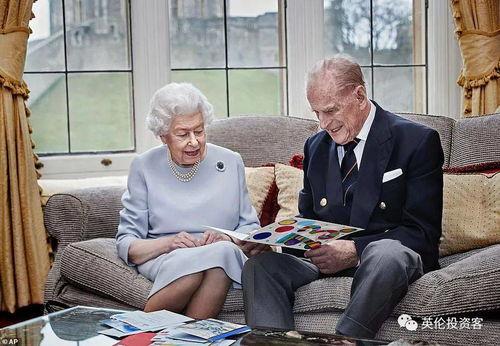 英国女王与丈夫结婚73周年三个曾孙送贺卡祝福