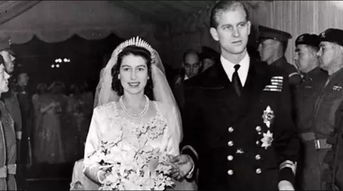 英国女王68年前婚礼蛋糕被拍卖500英镑成交