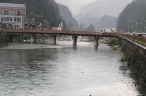 武汉一副区长坠河身亡安徽天堂寨,自驾游冲断护栏3人坠河身亡